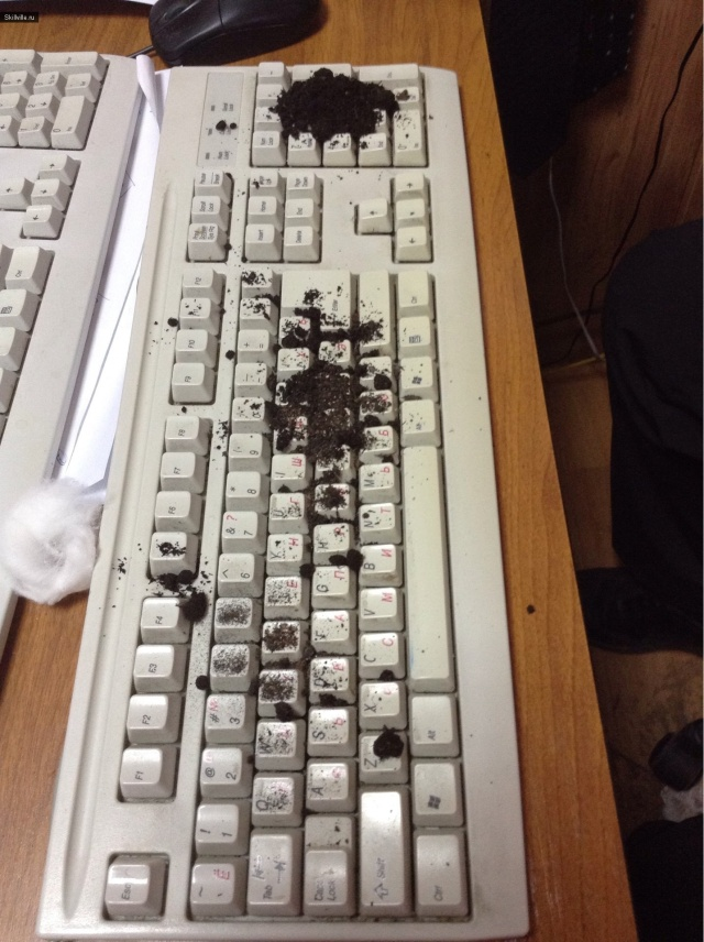 Теперь надо затолкать под клавиши